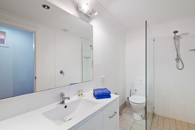Apartment 2 Main Bathroom
